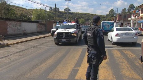 cnnee pkg alis the police it deserves mexico_00000000