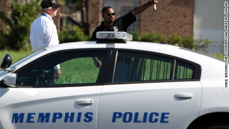 Officer fatally shot during traffic stop in Memphis