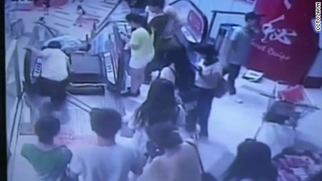 china escalator mall accident man vo_00003802