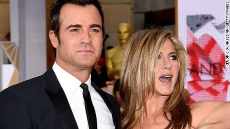 HOLLYWOOD, CA - FEBRUARY 22:  Actor/screenwriter Justin Theroux (L) and actress Jennifer Aniston attend the 87th Annual Academy Awards at Hollywood & Highland Center on February 22, 2015 in Hollywood, California.  (Photo by Kevork Djansezian/Getty Images)