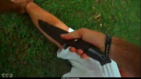 body cam shows cop disarm suicidal man dnt _00014317.jpg