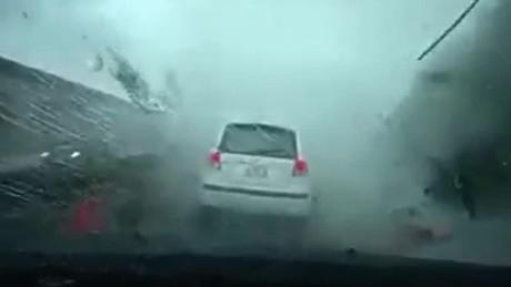 VÍDEO: Carro se lo lleva un Tornado!