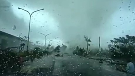 typhoon sweeps car taiwan cnntoday_00005123