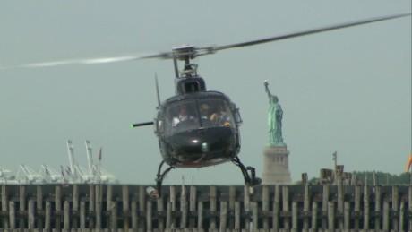 cnnee pkg vega tourist helicopter in new york_00000711