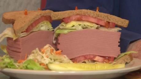 bologna trump sandwich don lemon cnn tonight_00004006