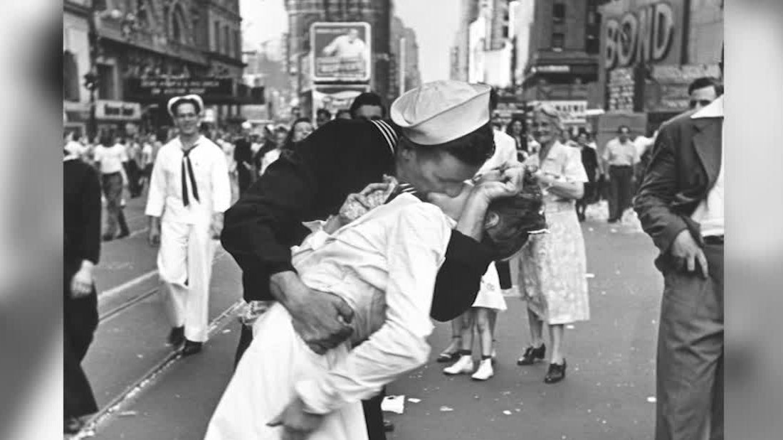 vj day sailor kiss orig nws_00001408.jpg