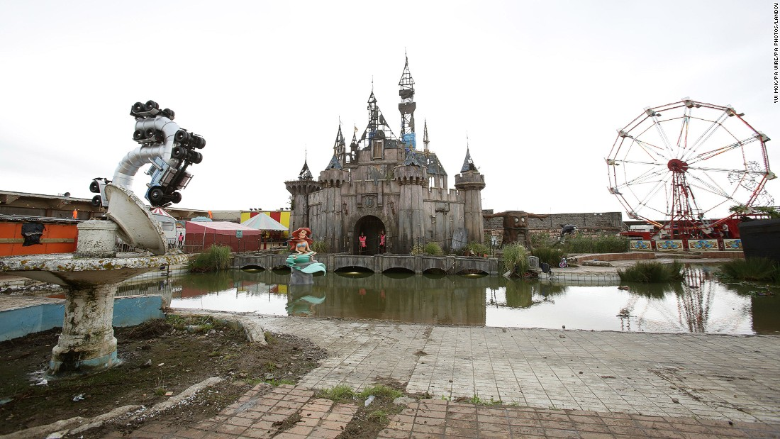150820102010-02-56622823-h38871556-super-169 - Welcome to Dismaland - Weird and Extreme