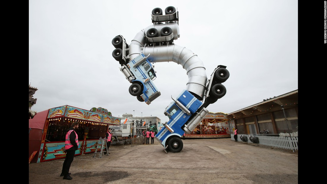 150820102120-08-56622823-h38871634-super-169 - Welcome to Dismaland - Weird and Extreme