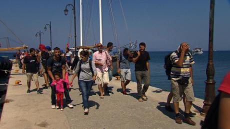 greece kos residents migrants shubert pkg_00014325