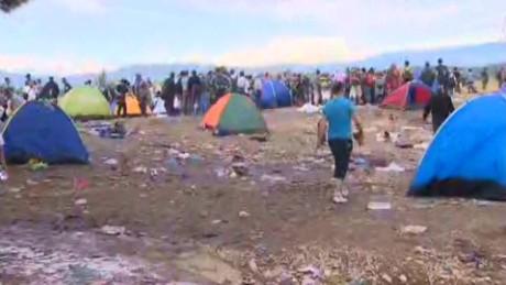 refugees greece macedonia damon looklive_00002117.jpg