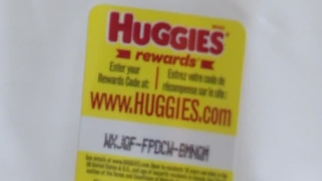 woman claims huggies wipes had glass dnt_00001725