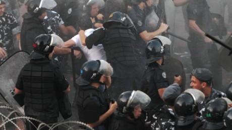 Trash protests turn violent in Beirut