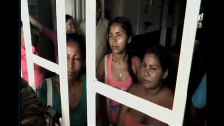 cnnee pkg ramos border colombia deportations_00014527