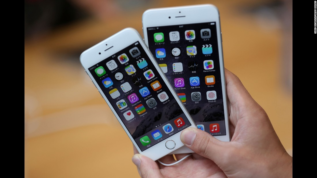 The iPhone 6, left, featured a 4.7-inch display (measured diagonally) but was dwarfed by the iPhone 6 Plus and its 5.5-inch screen. Both devices ran  iOS 8.