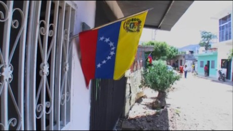 cnnee pkg castellanos venezuela colombia border_00025510