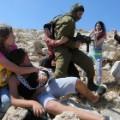 09 Israeli soldier Palestinian boy