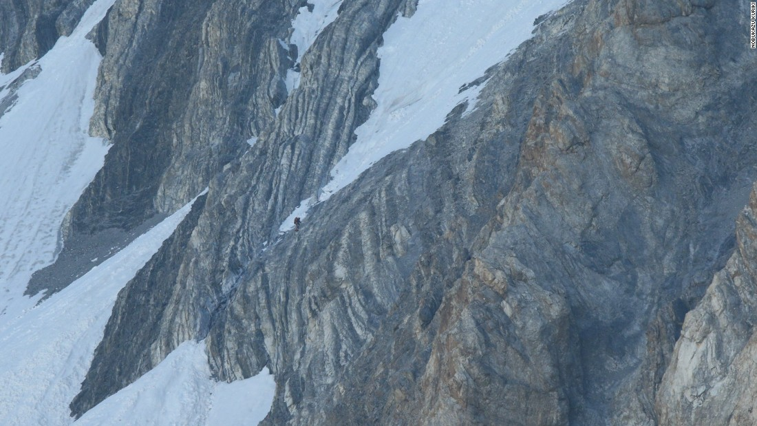 Climber abandons attempt on Everest