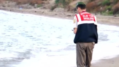 europe refugee crisis boy drowns damon tell nr_00012708
