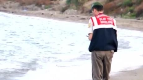 europe refugee crisis boy drowns damon tell nr_00012708.jpg