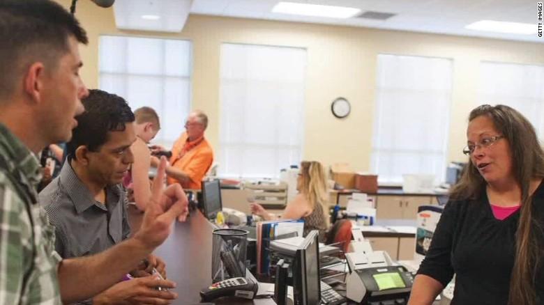 Kentucky clerk in court over marriage license refusal