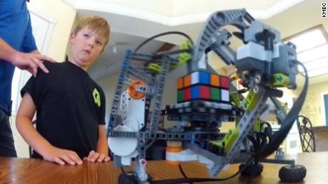 rubiks cube solving robot pkg_00001528.jpg