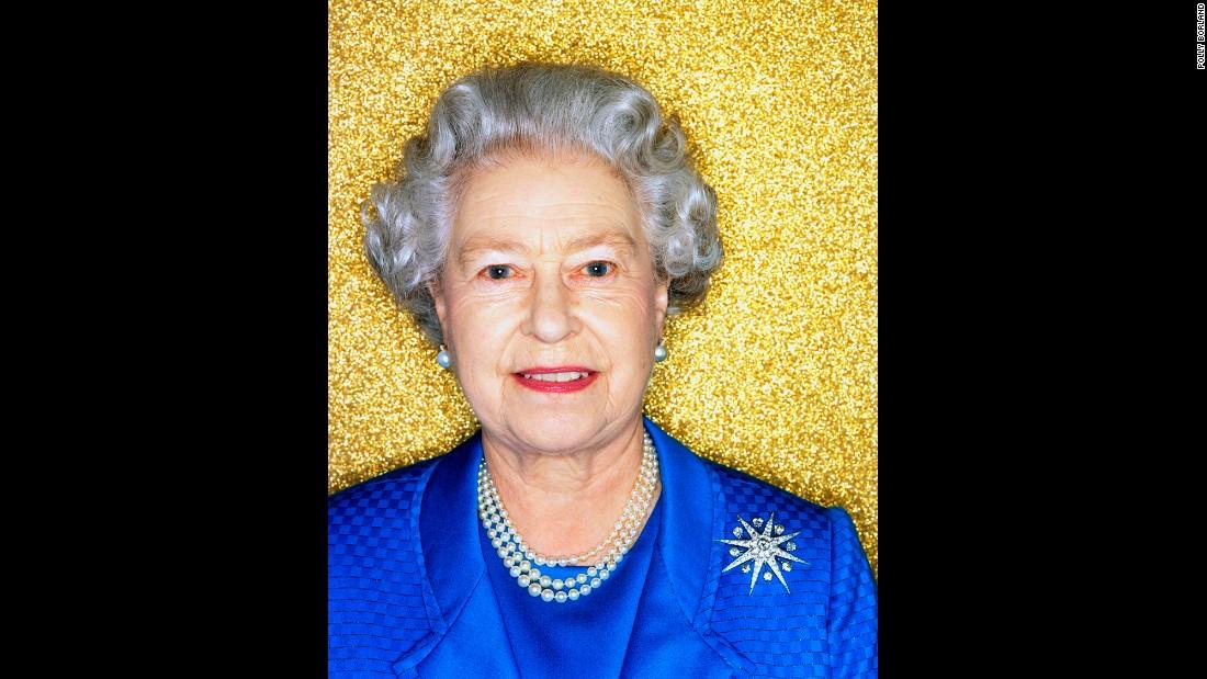 5 Surreal Minutes With Queen Elizabeth Ii Cnn Com