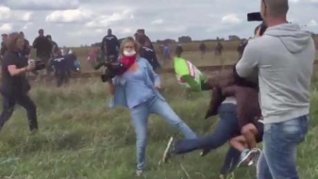 cnnee vo still camerawoman trips refugee_00000317