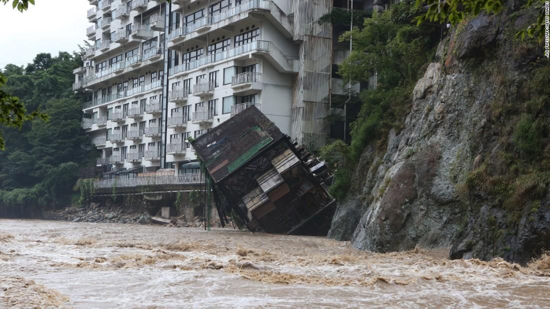 Japan flooding: 2.8 million advised to evacuate - CNN.com