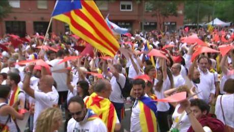 cnnee pkg catano catalonia rally_00012901