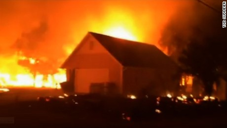 Thousands flee as wildfires threaten homes