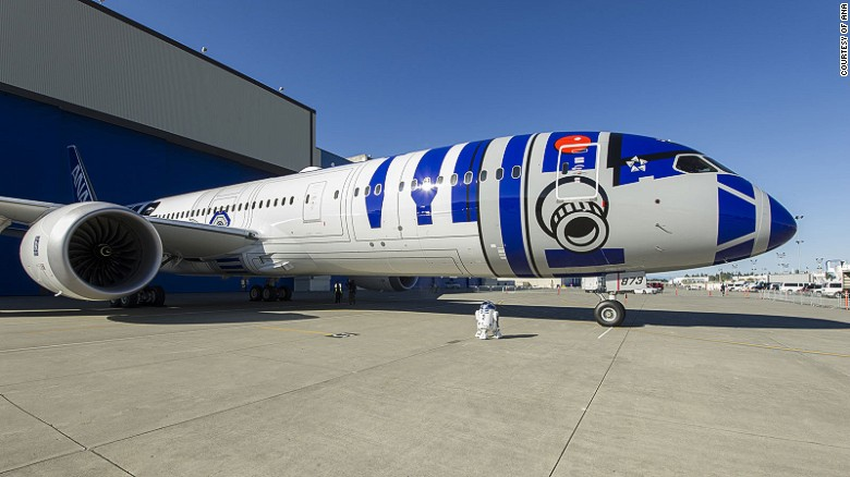 The first of the trilogy to hit the tarmac is the R2-D2 ANA Jet, a 215-seater Boeing 787-9 Dreamliner. It'll go into service on October 18, flying between Tokyo and Vancouver.