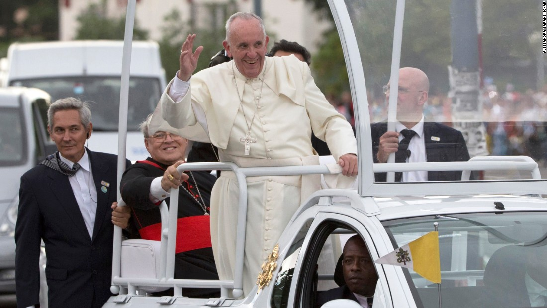 Pope Francis waves to people as he arrives at the Apostolic Nunciature in Havana on September 19.