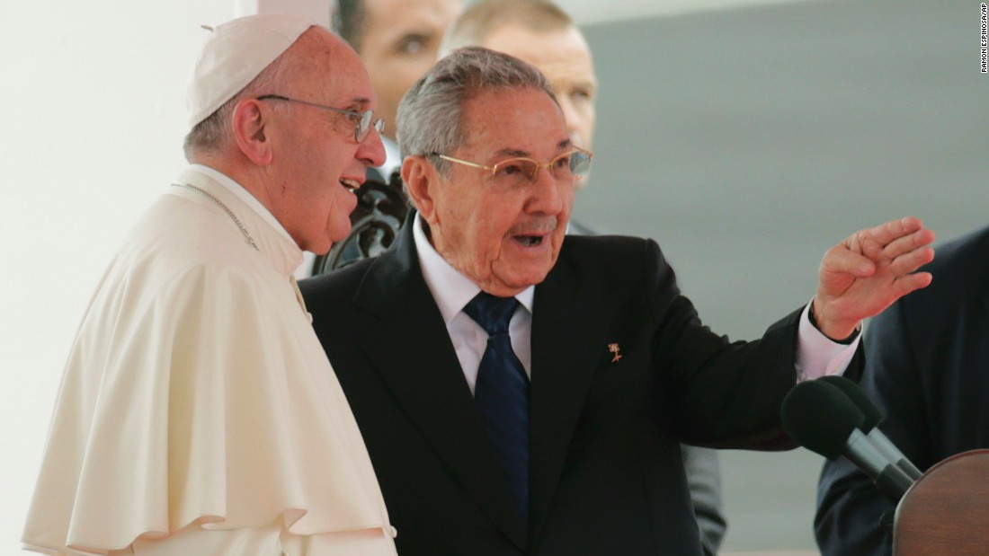 Pope Francis speaks with Cuban President Raul Castro during his arrival ceremony on September 19.