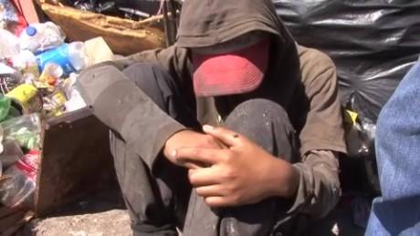cnnee pkg sandoval honduras poverty teen trash pickup_00001223