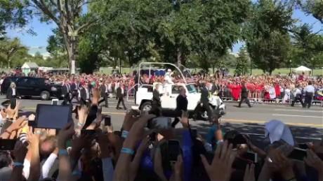 cnnee vo pope francis parade washington monument_00005506