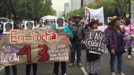 cnnee brk vo ayotizinapa protest one year 2_00005324