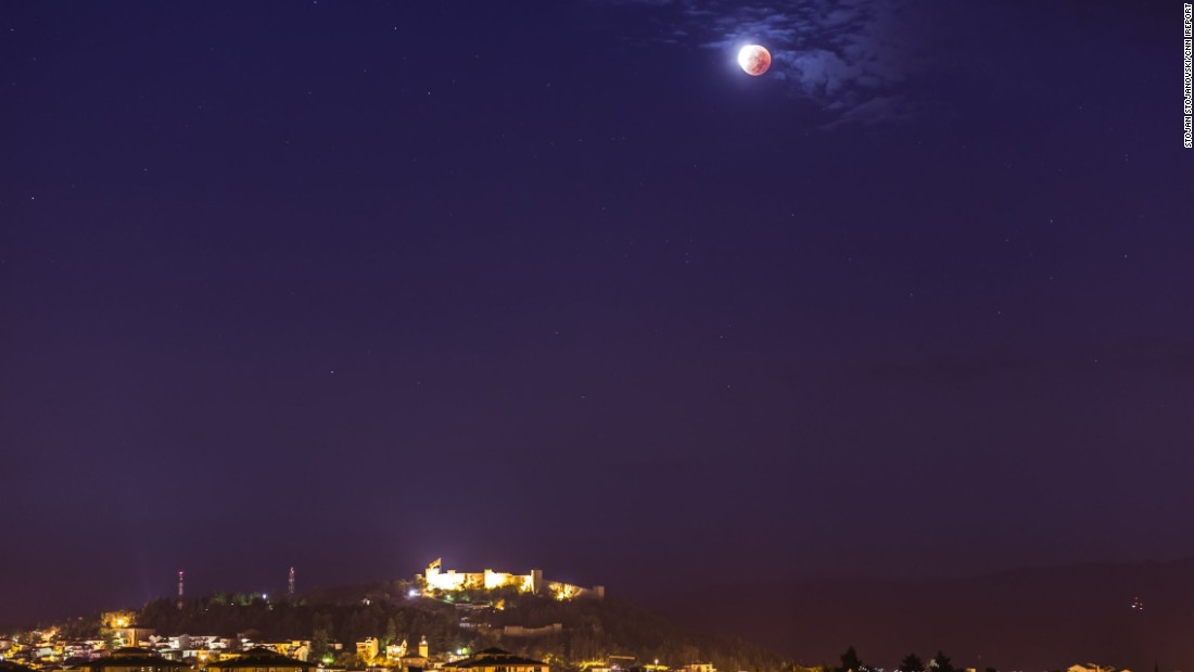 "Another photo by <a href=""http://ireport.cnn.com/docs/DOC-1273283"">Stojanovski</a> of the rare lunar event shining brightly over the seafront city."