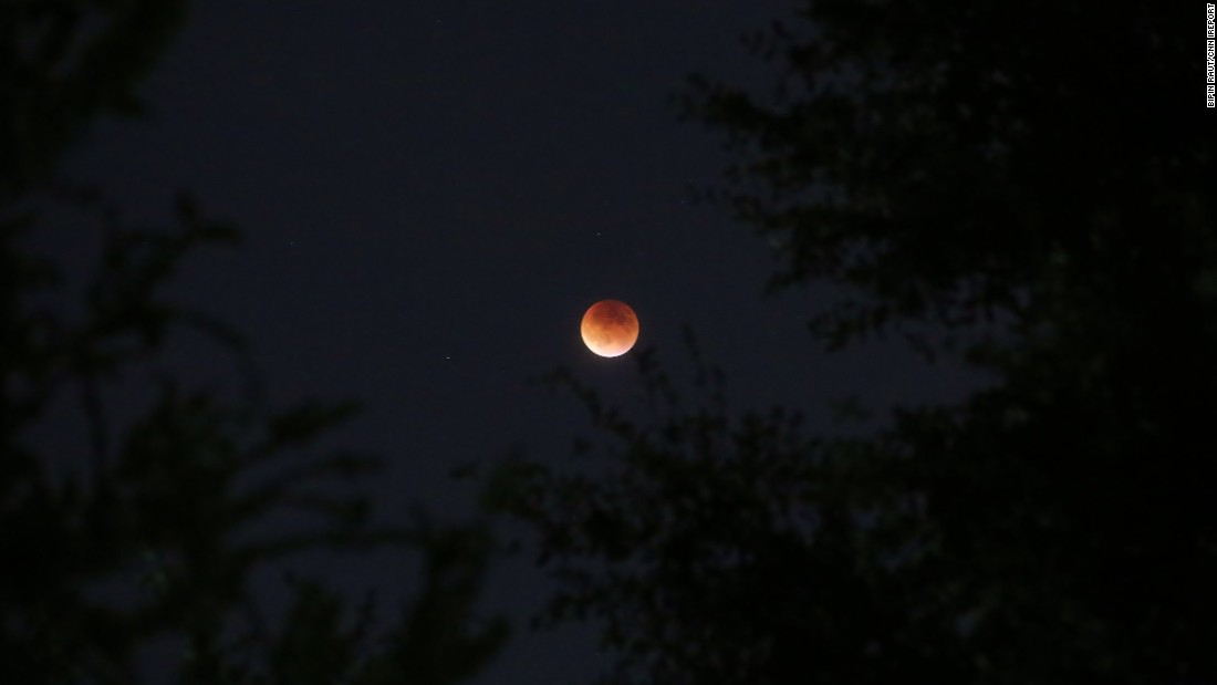 "Another photo by <a href=""http://ireport.cnn.com/docs/DOC-1273237"">Raut</a> features the supermoon's copper glow."