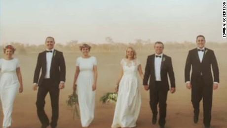 viral wedding photos australia robertson intv_00005008