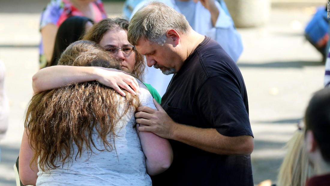 http://i2.cdn.turner.com/cnnnext/dam/assets/151001164312-12-oregon-shooting-super-169.jpg