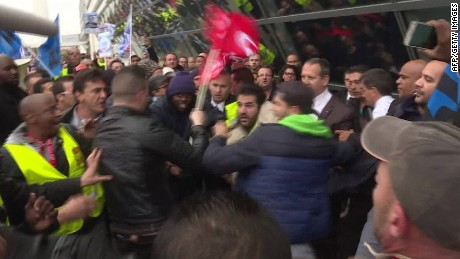 strikers assault air france managers_00002814