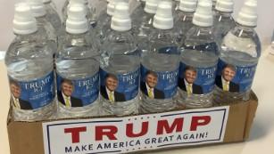 [Image: 151005173942-trump-rubio-prank-water-med...us-169.jpg]