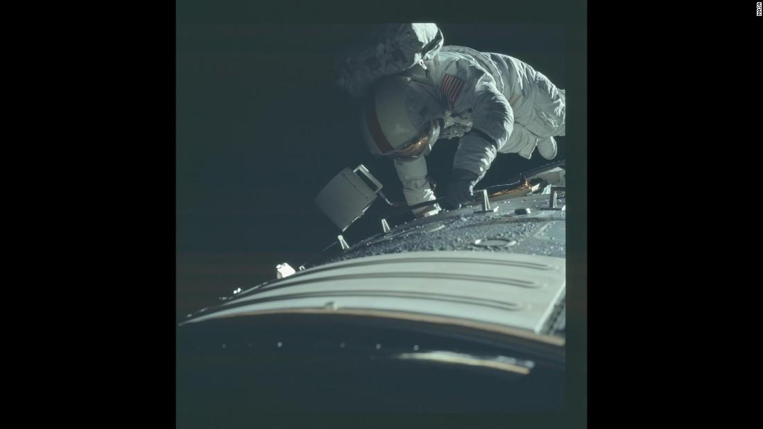 astronaut in orbit 1972 - photo #1