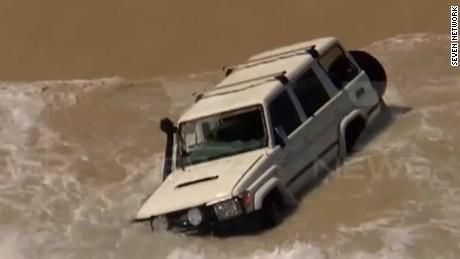 man drives car into ocean pkg_00015620