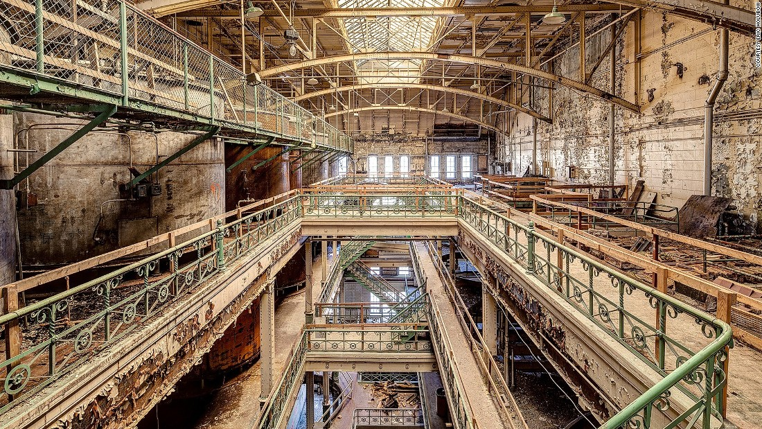 Though most of Holubow's photos are of America's Rust Belt (the former industry states around the north-east), he has photographed towns and cities around the country.<br /><em><br />Brew house at the Schlitz Industrial Park in Milwaukee, Wisconsin </em>