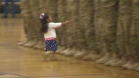 cnnee vo kktv cute homecoming army dad girl_00000224
