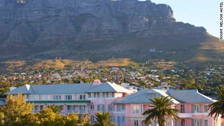 Mount Nelson Hotel: The local lady in pink.
