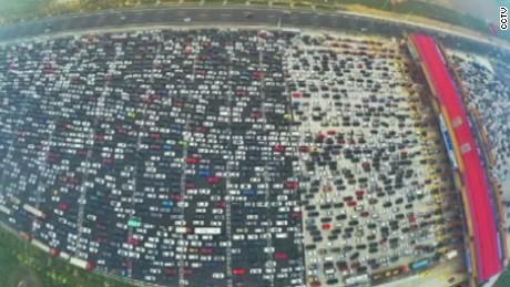 cnnee vo china insane traffic _00013308