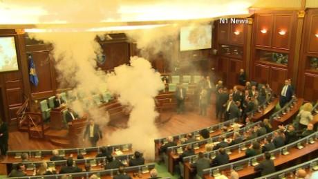 cnnee vo kosovo tear gas congress _00000504