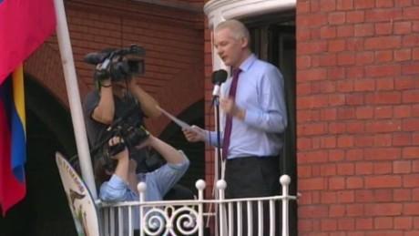 police surveillence julian assange lklv elgabir _00004530.jpg
